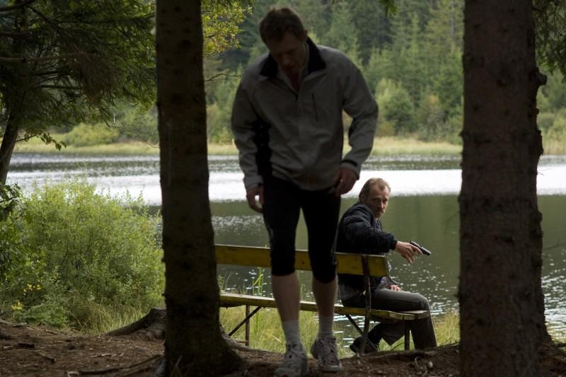 Johannes Krisch e Andreas Lust in una scena del film Revanche