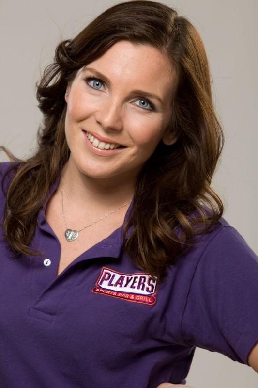 June Diane Raphael in una foto promozionale della serie Players
