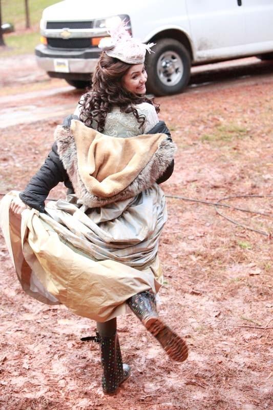 La simpatica Nina Dobrev sul set dell'episodio Children of the Damned di Vampire Diaries