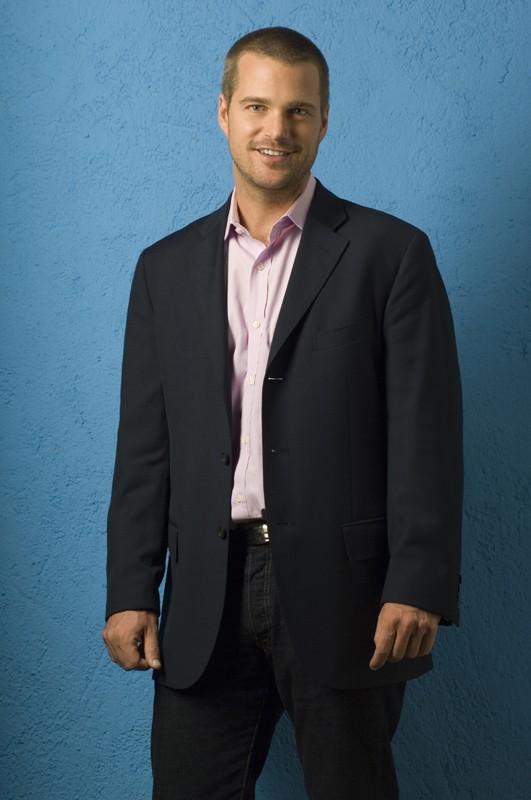Chris O'Donnell posa per una foto promozionale della serie NCIS: Los Angeles