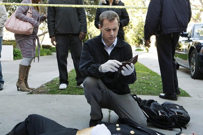 McGee (Sean Murray) a lavoro in un momento dell'episodio Mother's Day di Navy NCIS
