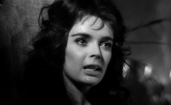 Barbara Steele in una scena de La maschera del demonio