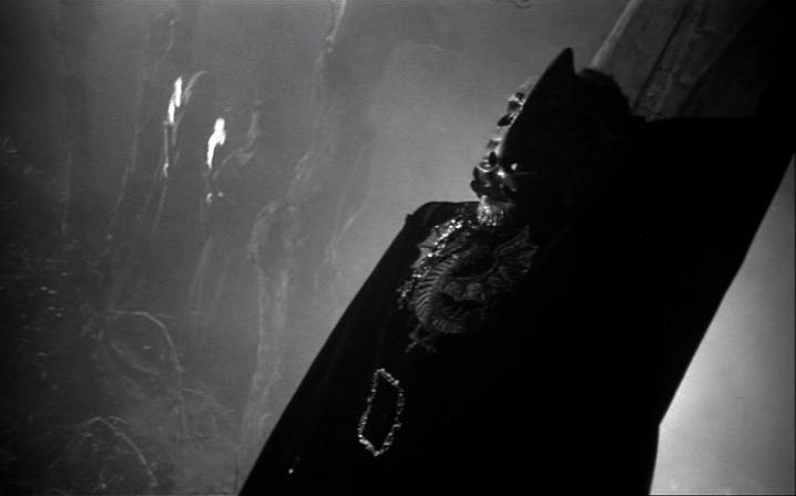 Una scena del film La maschera del demonio (1960) di Mario Bava