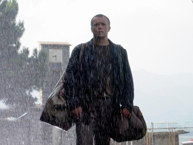 Claudio Amendola in una scena del film La fisica dell'acqua