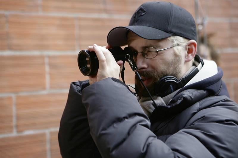 Il regista Benjamin Rocher sul set del suo film The Horde
