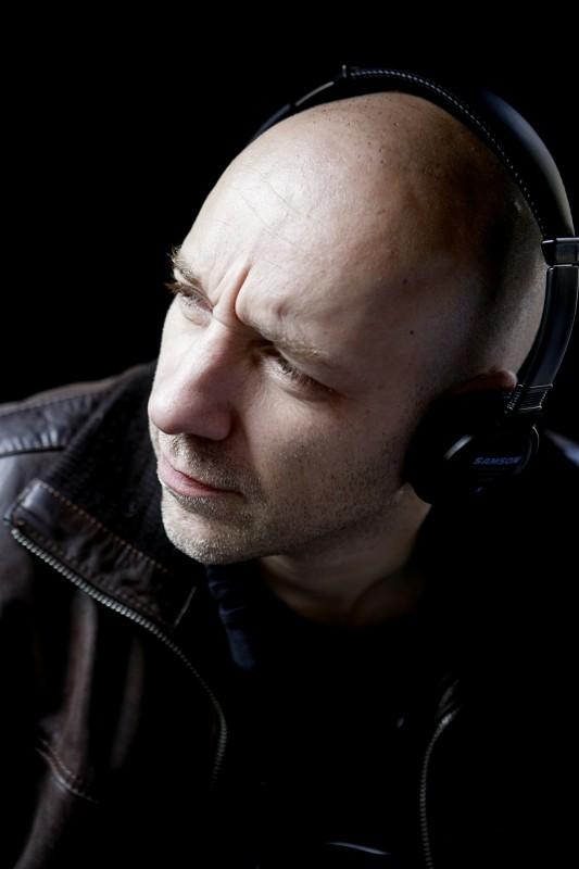 Il regista Yannick Dahan sul set del film The Horde codiretto insieme a Benjamin Rocher