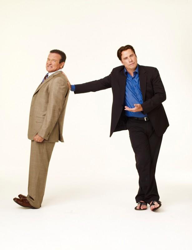 Robin Williams e John Travolta, protagonisti sgangherati della commedia Daddy Sitter