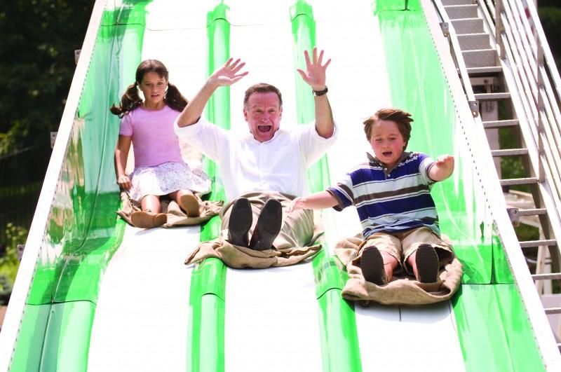 Robin Williams, Ella Bleu Travolta e Conner Rayburn, divertiti protagonisti del film Daddy Sitter