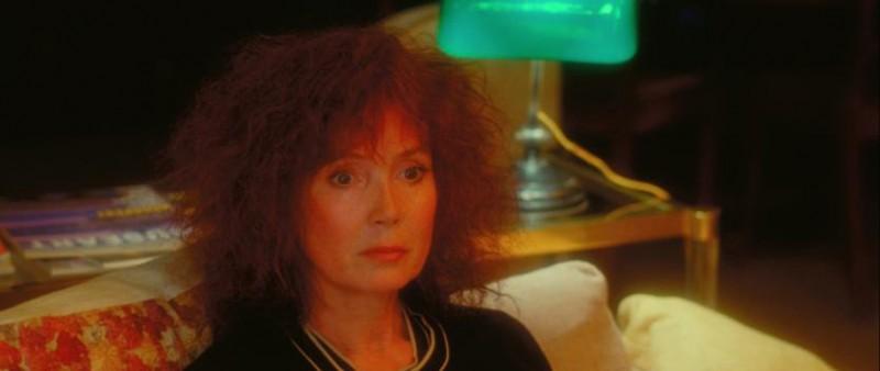 Sabine Azéma in una sequenza del film Gli amori folli