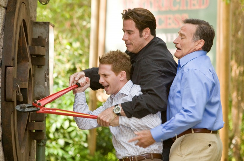 Seth Green, Robin Williams e John Travolta in una scena di Daddy Sitter