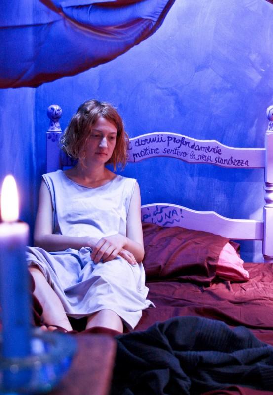 Un'inquietante immagine di Alba Rohrwacher tratta dal film In carne e ossa