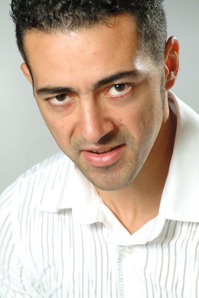 Un primo piano promozionale dell'attore Anis Gharbi