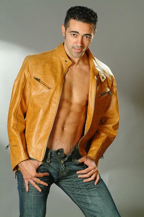 Una immagine sexy dell'attore Anis Gharbi