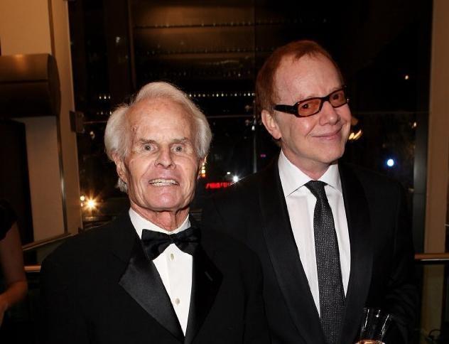 Danny Elfman e Richard D. Zanuck alla premiere di Alice in Wonderland a Londra