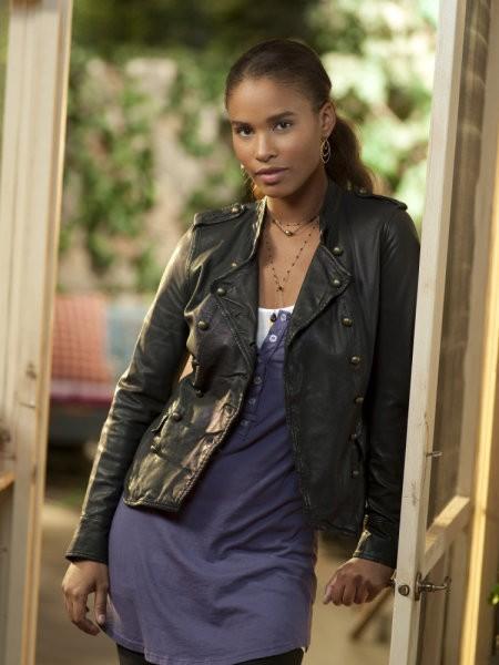 Joy Bryant è Jasmine in una foto promozionale serie Parenthood