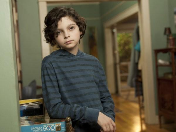 Max Burkholder è Max Braverman nella nuova serie Parenthood