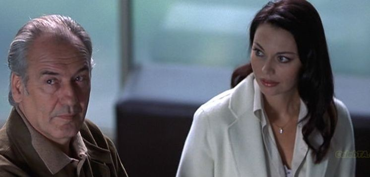 Patrick Bauchau con Musetta Vander in una scena del film The Cell - La Cellula