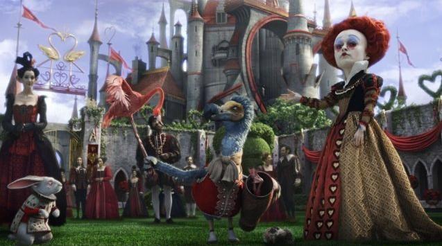 Trionfo di rosso in Alice in Wonderland con Helena Bonham Carter (la Regina Rossa), il Bianconiglio e Dodo