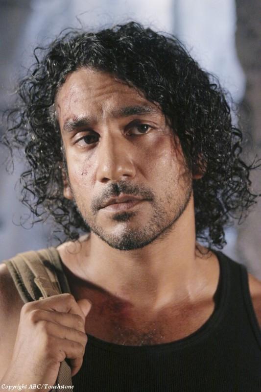Un primo piano di Naveen Andrews nell'episodio Sundown di Lost