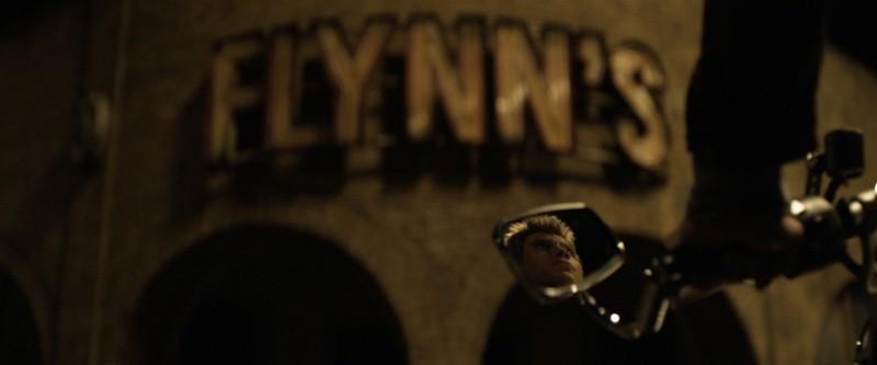 Una live action tease image di Tron Legacy con il protagonista Garrett Hedlund