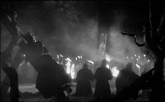 Una scena del film di Mario Bava La maschera del demonio (1960)