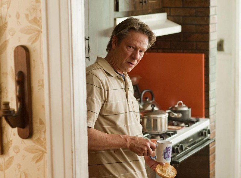 Il padre di Ally Craig (Chris Cooper) in una scena del film Remember Me