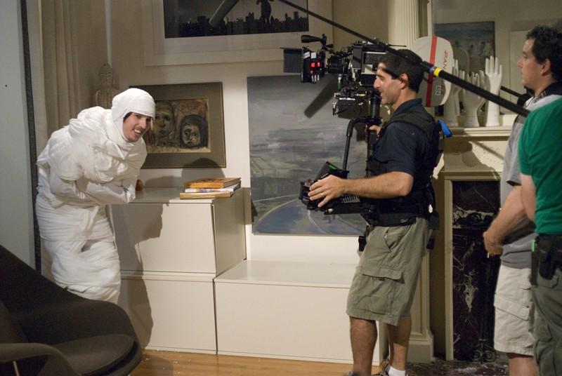 Jon Heder e Steven Consentino (con telecamera) sul set del film When in Rome