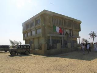 La bandiera italiana sventola a Nassirya nel film Venti sigarette