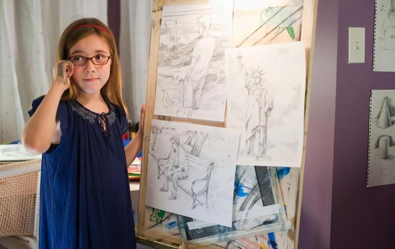 La piccola artista (Ruby Jerins) in una sequenza del film Remember Me