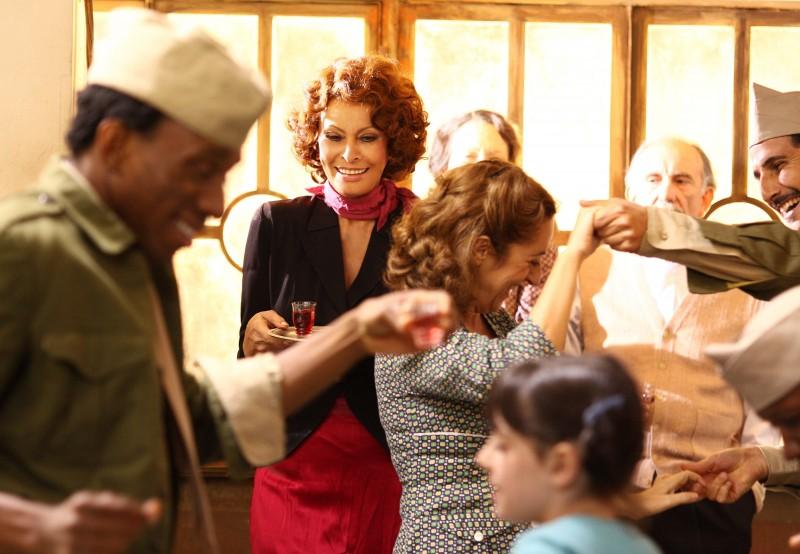 Sophia loren in una scena della fiction la mia casa piena di specchi 148596 - La mia casa e piena di specchi ...