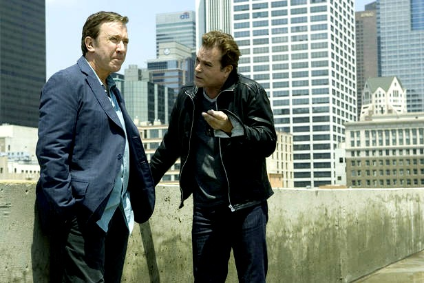 Tim Allen e Ray Liotta in Crazy on the outside