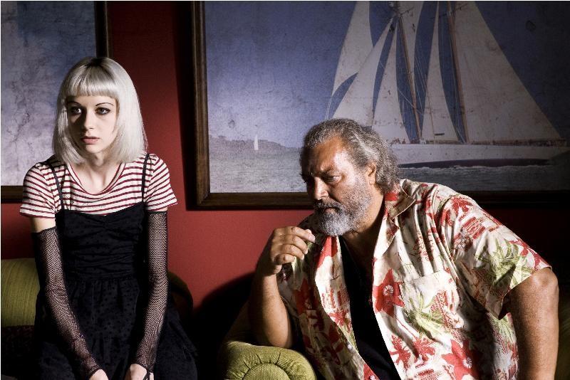 Alice Croci e Diego Abatantuono in una scena della commedia Happy Family