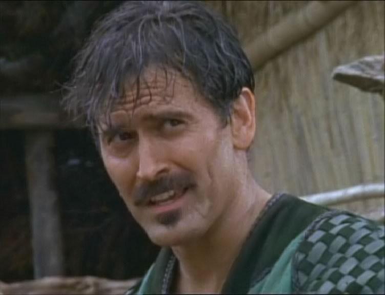 """Bruce Campbell in una scena nell\'episodio \""""The Royal couple of thieves\"""" della serie \""""Xena\"""""""