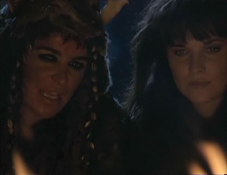 """Claire Stansfield & Lucy Lawless in una scena del telefilm \""""Xena\"""" ep: \""""Adventures in the sin trade \"""""""