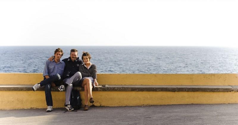 Dario Castiglio e Martina Codecasa insieme al regista Alessandro D'Alatri sul set di Sul mare