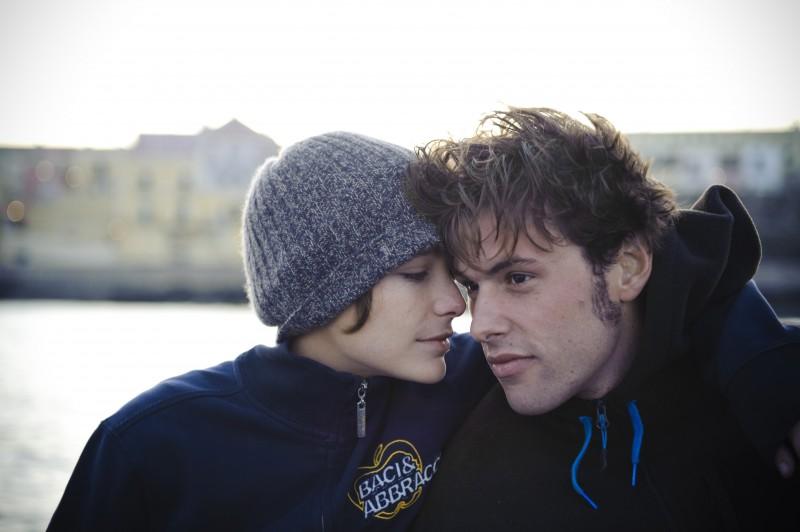 Dario Castiglio e Martina Codecasa nei panni dei protagonisti innamorati del film Sul mare