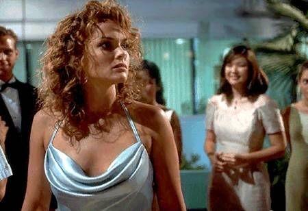 Dina Meyer in una scena di Starship Troopers - Fanteria dello spazio