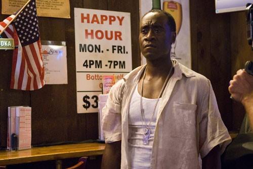 Don Cheadle in un'immagine del poliziesco Brooklyn's Finest