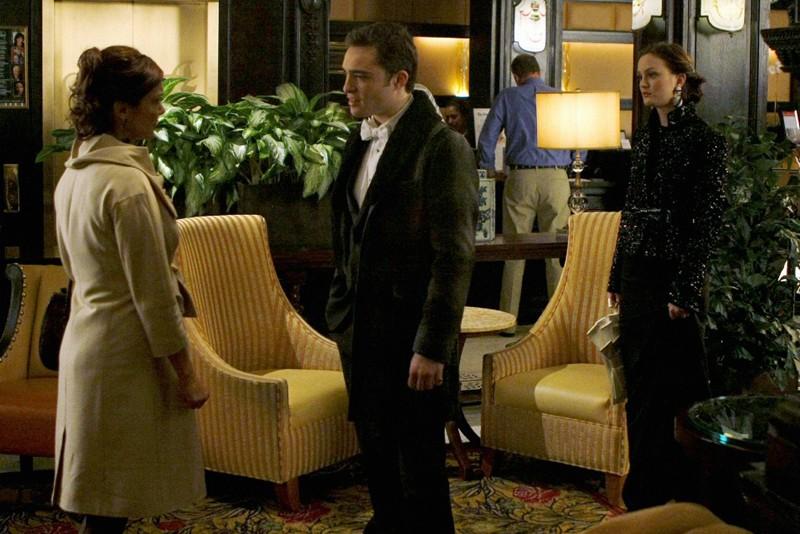 Ed Westwick, Leighton Meester e una donna misteriosa nell'episodio The Hurt Locket di Gossip Girl