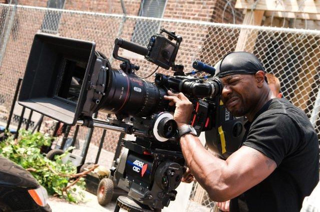 Il regista Antoine Fuqua dirige il poliziesco Brooklyn's Finest
