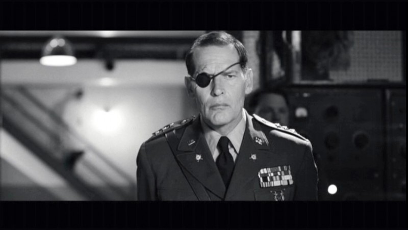 James Remar in una scena di Strafumati