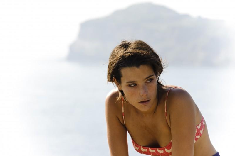 Martina Codecasa in un'immagine triste del film Sul mare