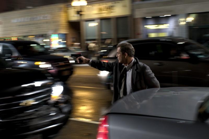 Mel Gibson in una sequenza d'azione nel film Fuori controllo