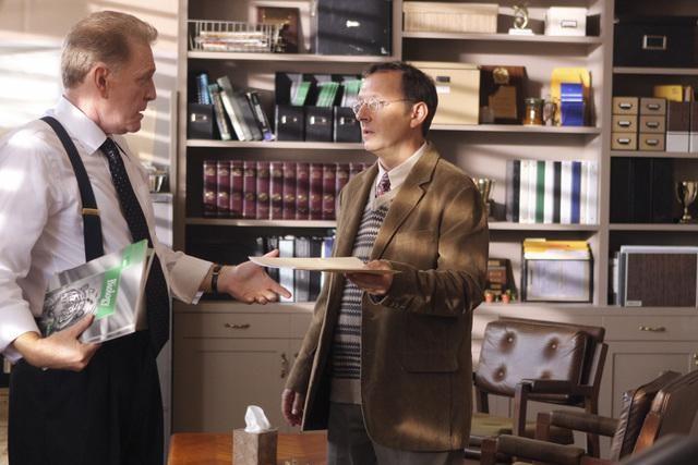 Michael Emerson in un momento dell'episodio Dr. Linus di Lost