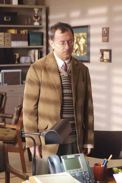 Michael Emerson nell'episodio Dr. Linus di Lost