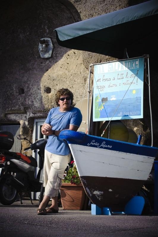 Salvatore Schiano Di Colella in una scena del film Sul mare