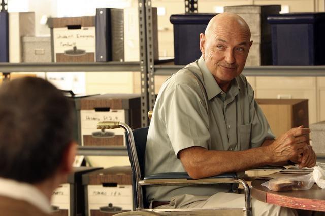 Terry O'Quinn in una scena dell'episodio Dr. Linus di Lost