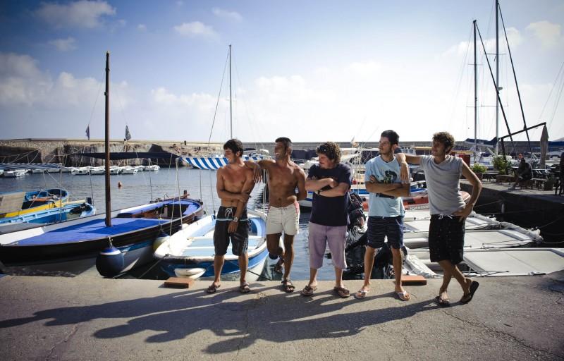 Un'immagine dei personaggi del film Sul mare di Alessandro D'Alatri