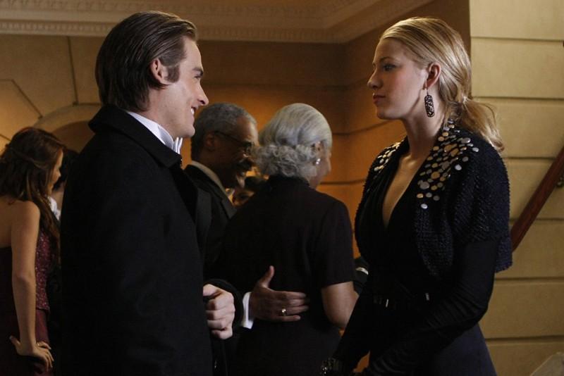 Una sequenza della puntata The Hurt Locket di Gossip Girl con Damien (Kevin Zegers) e Serena (Blake Lively)