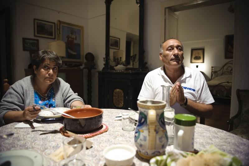 Vincenzo Merolla e Nunzia Schiano in una scena del film Sul mare